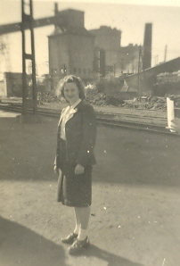 Jeanette Perkins on an SMB excursion to Newcastle (Cat.No.5651)