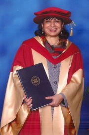 Kiran Mazumdar-Shaw receives her Honorary Doctorate (Cat.No.)