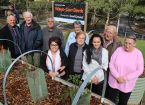Elders visit Wayn-Gurr Derrk FedUni Bush Tucker Garden